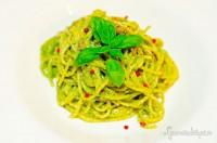 Spaghetti al pesto e acciughe