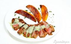 Vrăbiuță de vită la grătar și cartofi dulci cu scorțișoară